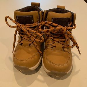 hiking boots (toddler 7)